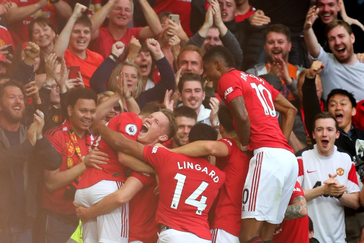 Manchester United defeat Chelsea in their Premier League opener