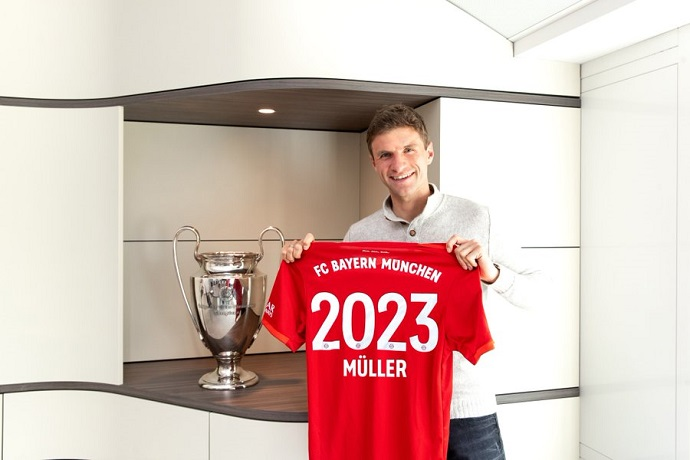 Official: Thomas Muller signs a new three year contract with Bayern Munich