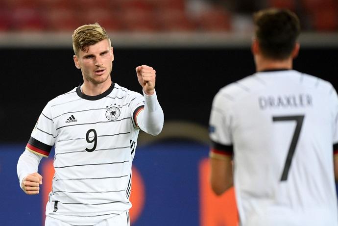 "Germany's lack of ""real"" striker worries Bayern Munich boss Flick"
